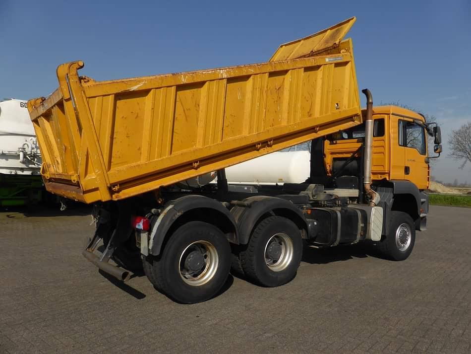 Camion benne BTP